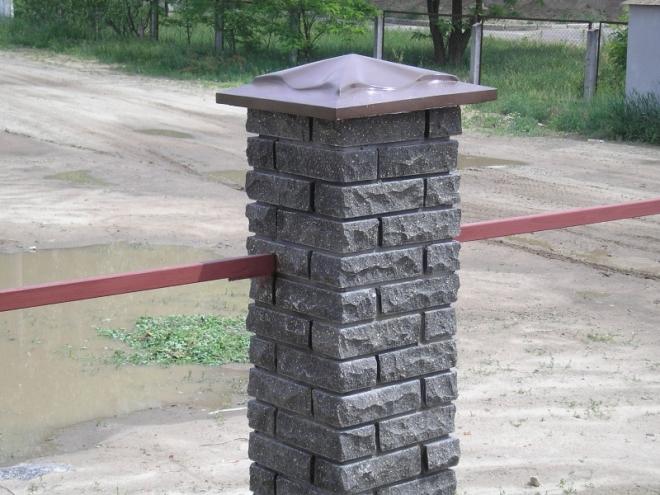 Каменные крышки на столбы забора