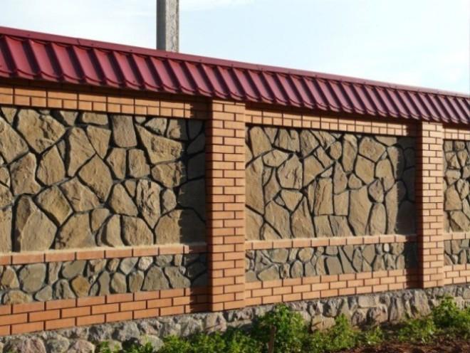 Дачный забор из камня и кирпича