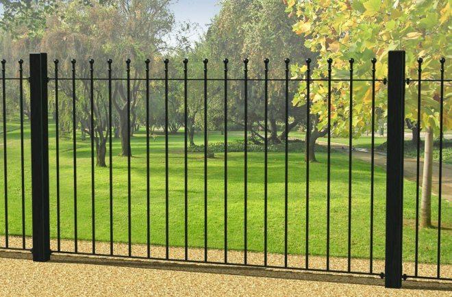 Защитный кованый забор