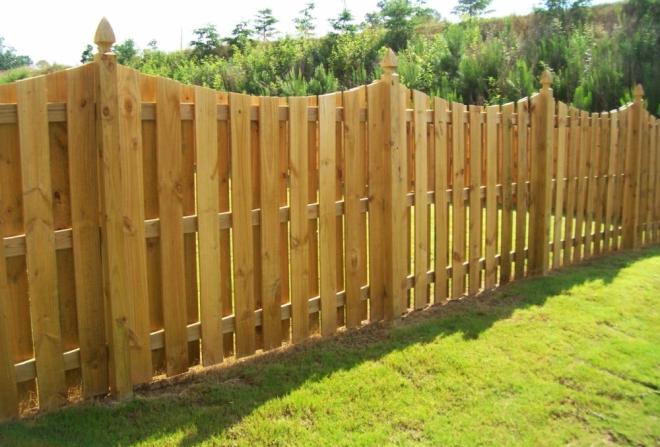 Деревянные колпаки на забор
