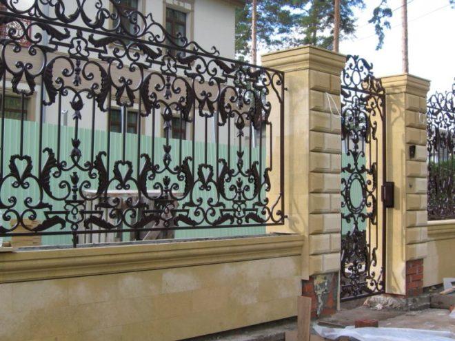 Элегантный кованый забор