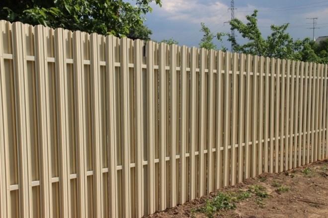Ограда из евроштакетника