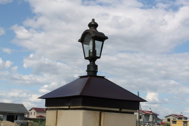 Фонарь для заборного столба