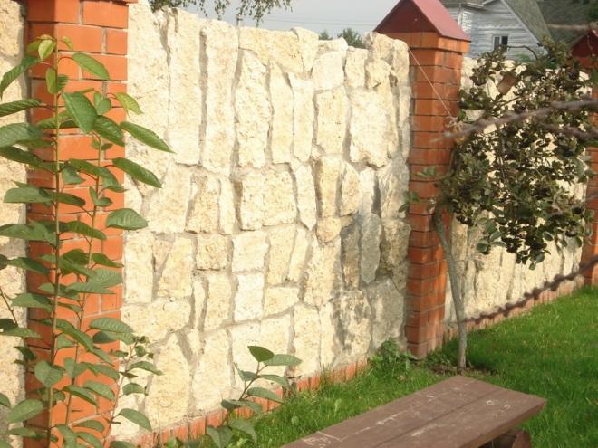 Забор из известняка