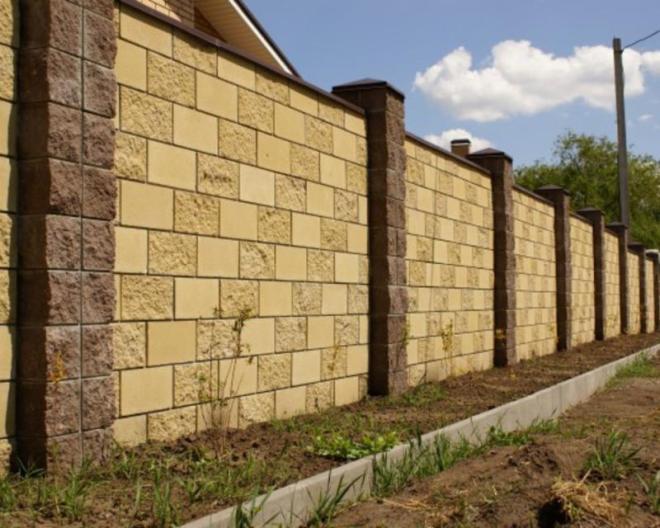 Блочный забор из бетона