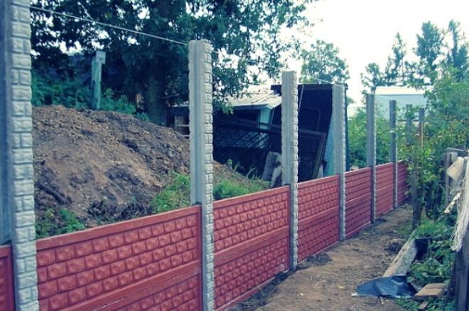 Наборный забор из бетона