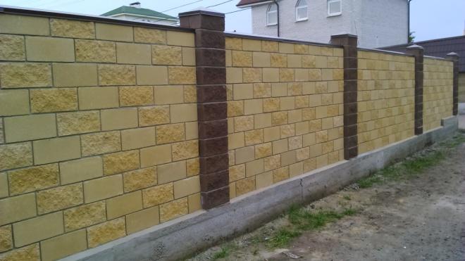 Бетонный забор с ленточным фундаментом