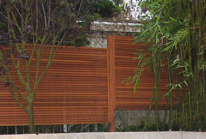 Ступенчатый секционный забор