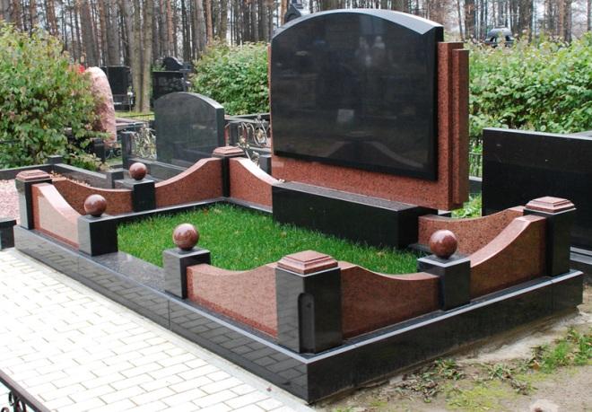 Каменная оградка на могилу