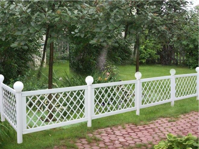 Садовый забор из пластика