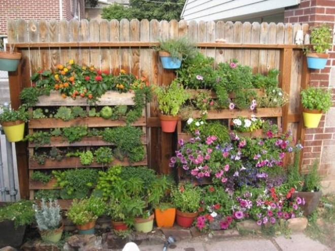 Ограждения для цветников из поддонов
