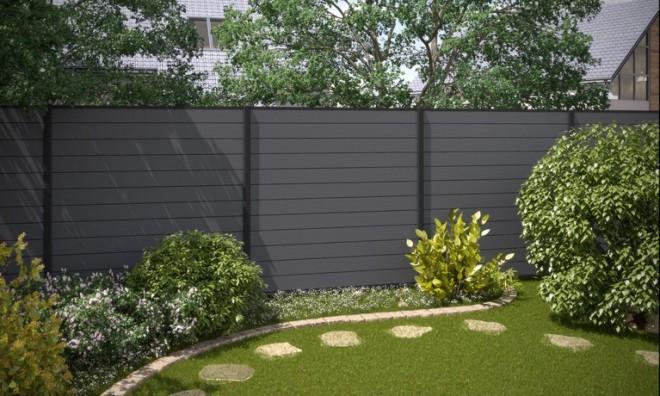 Монолитный забор из террасной доски