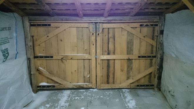 Конструкция деревянных гаражных ворот