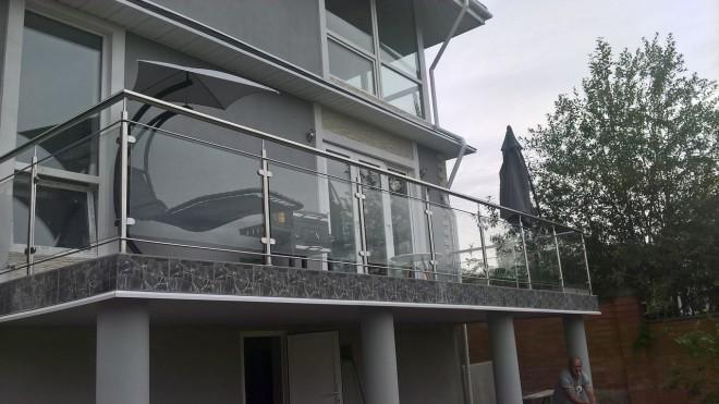 Ограждения для балкона из нержавейки со стеклом