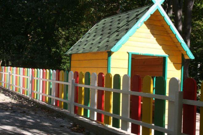 Деревянное ограждение детских площадок