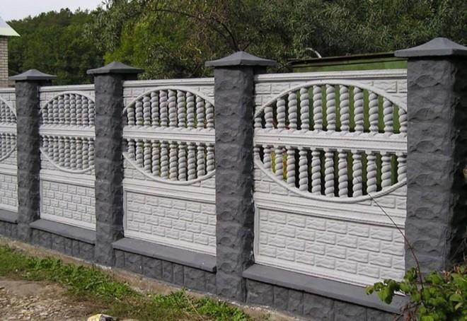 Ограда из бетонных панелей