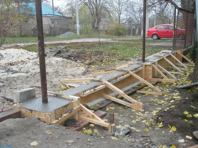 Фундамент под забор из арматуры