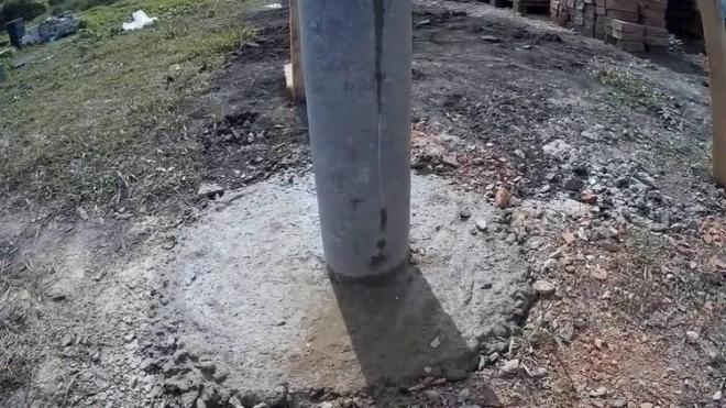 Установка пластиковых столбов для забора