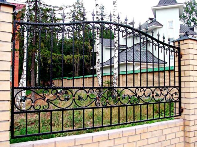 Красивый забор из арматуры