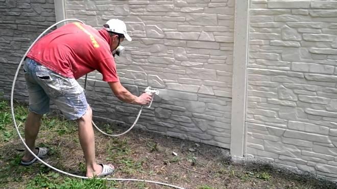 Окрашивание бетонного забора