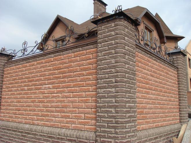 Декоративный забор из плит