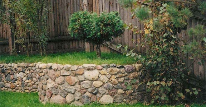 Стандартная клумба из камней