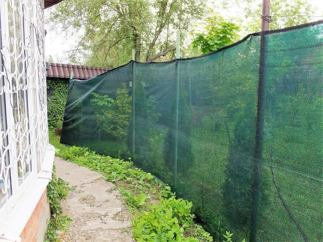 Как сделать забор из фасадной сетки