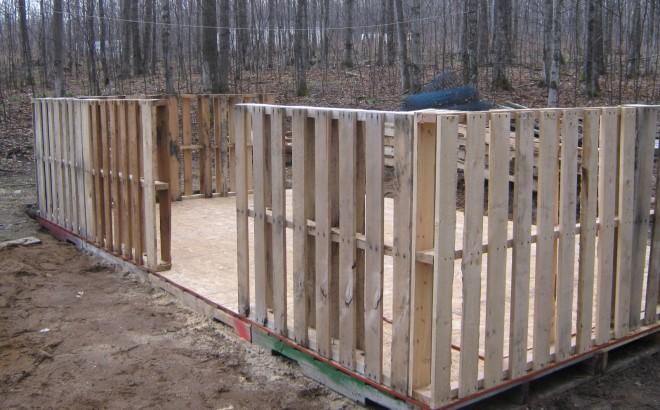 Забор из поддонов