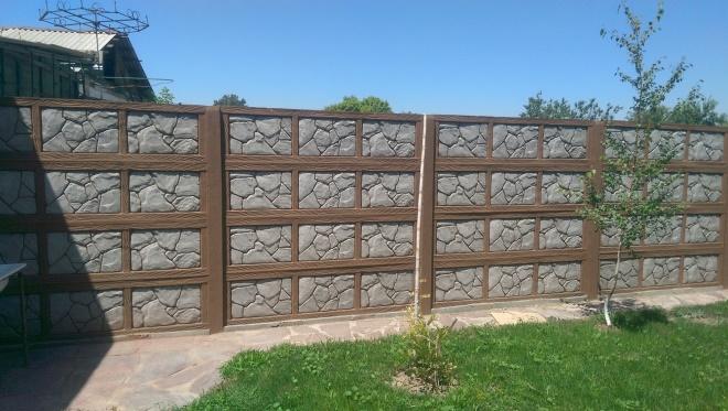 Комбинированный железобетонный забор