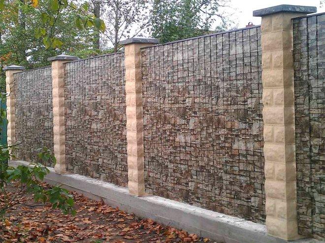 Забор из металлопрофиль под камень