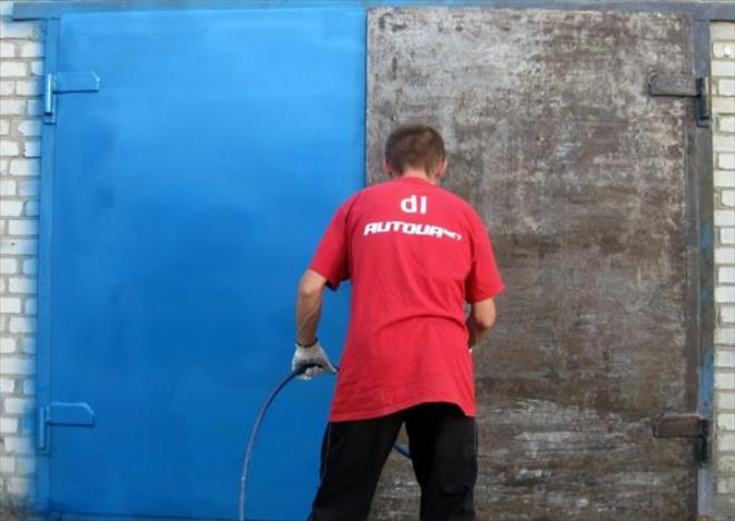 Окраска металлических гаражных ворот