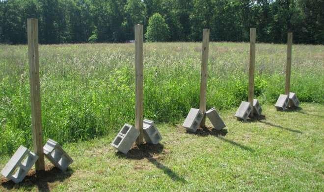Деревянные заборные столбы